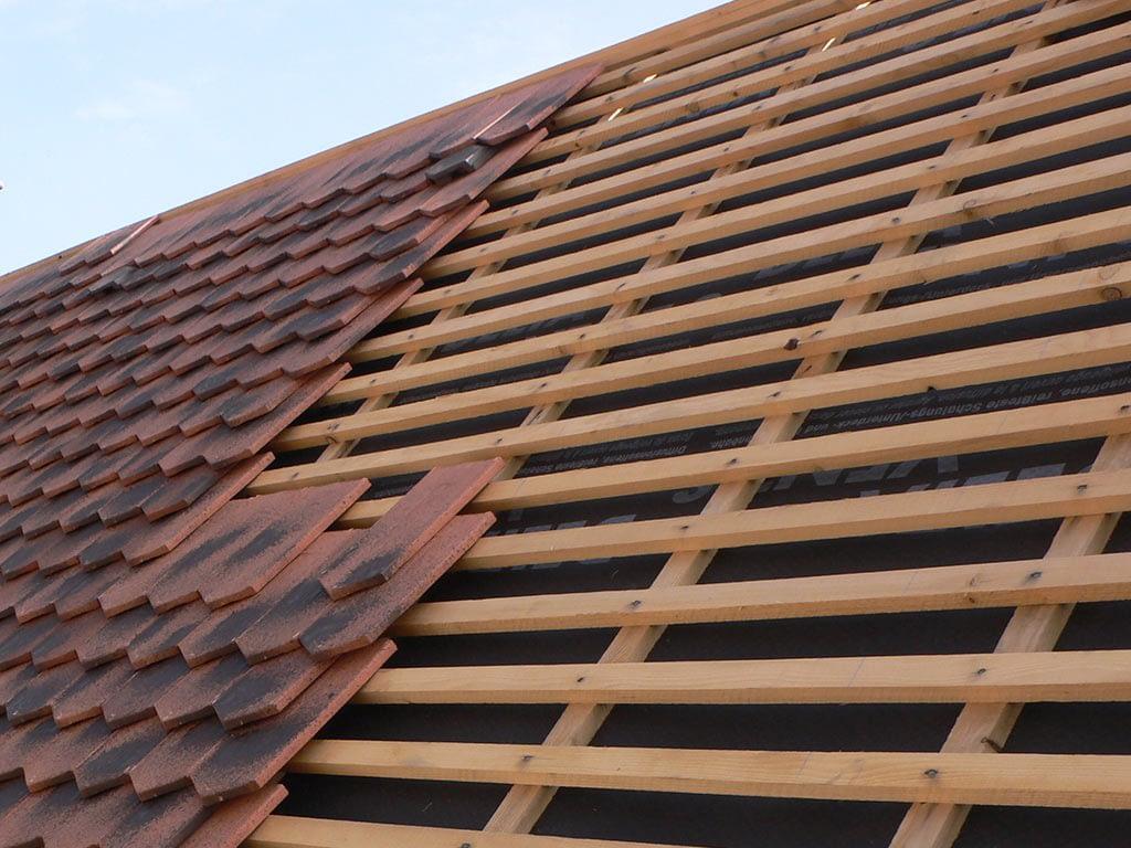 Rénovation toiture. Pose des tuiles.