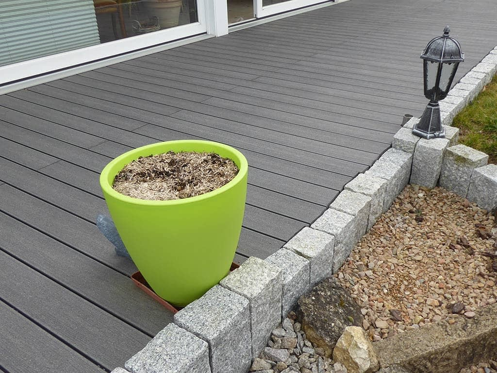 Terrasse en lames de bois composite